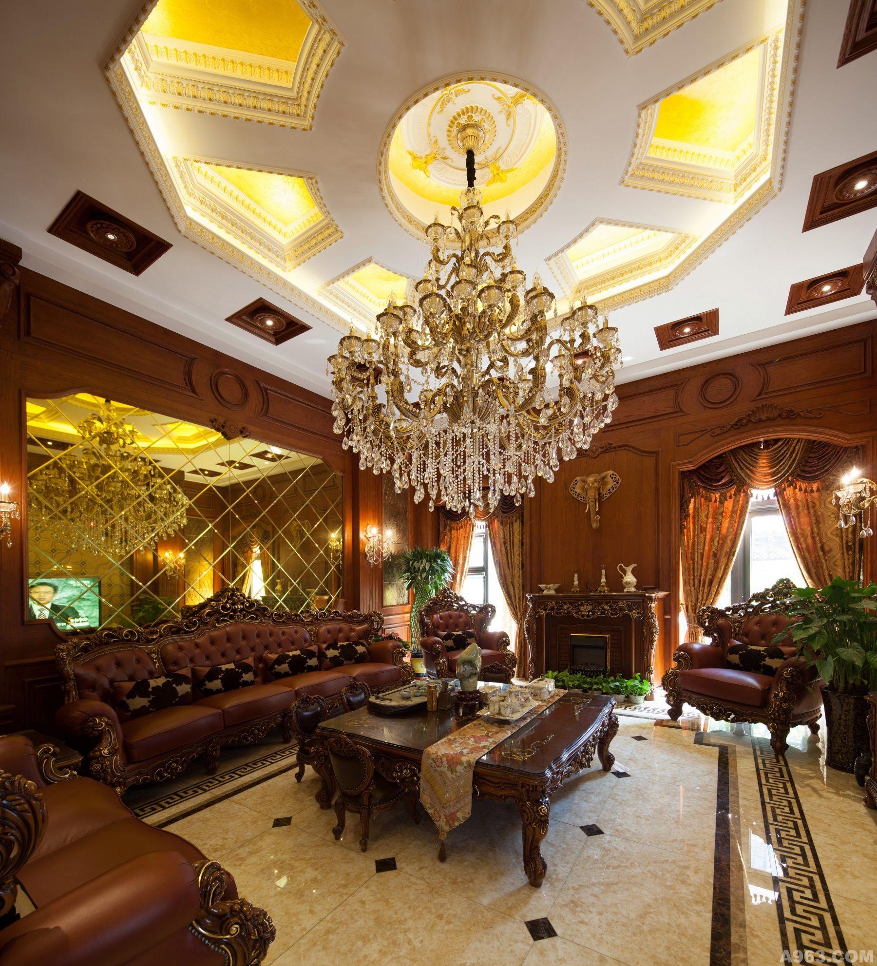 很多人觉得,越是空间大的房子设计起来或许更容易些,其实不尽然,大空间对于家的层次感,生活温馨感和违和感的要求更高,更需要通过设计的专业度和精致来将大大的房子变成鲜活灵动的家,让生活的剪影浓缩其中,让对美好居住需求的愿景在家里芳香自溢。这对设计师的专业度和阅历都有很高的要求,在宿允爽的这套作品中,他的深厚功底和自己对生活的感悟和对设计的追求,都体现的淋漓尽致。 品酒区: 作为调节情绪的最佳催化剂,音乐与美酒之间的确有着不少彼此相通的动人之处,而在享受的世界中,定当要为美酒找一处栖身,成为主人得以情绪飞驰的空