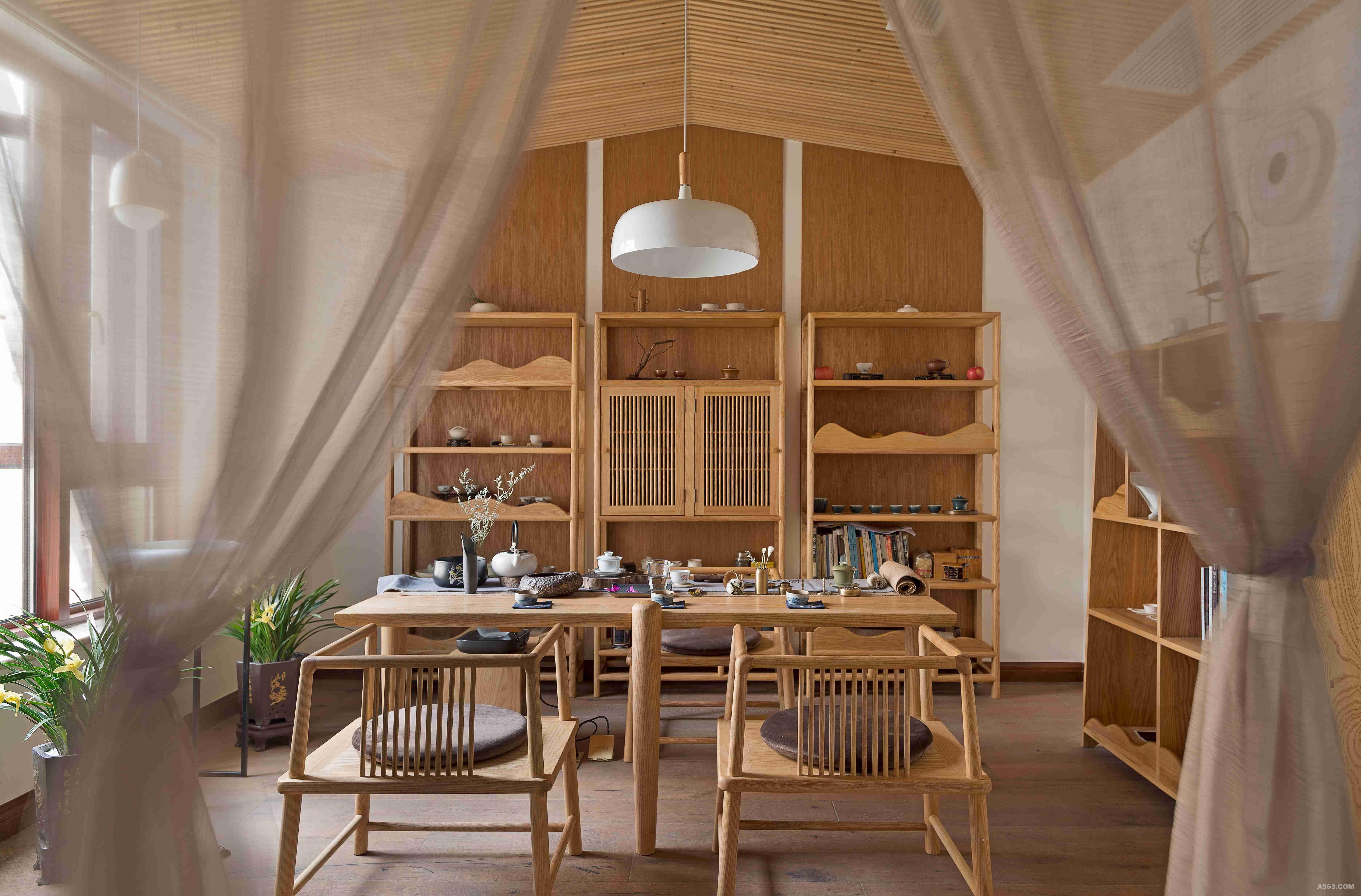 身为书香门第之后,我们将茶室设计的淡雅脱俗,茶味兰香更加沁人心脾.